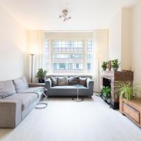 City Center 2-br apt. with Rooftop Balcony