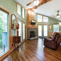 Woodsong, 1 Bedroom, Hot Tub, Wood Fireplace, Pet Friendly, Sleeps 2