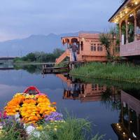 Room in a houseboat in Srinagar, by GuestHouser 8757