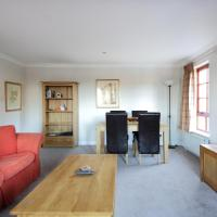Bright and homely 2 bed apartment with parking