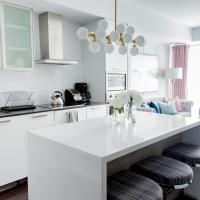 Designer suite,City center right by CN Tower, Free Parking