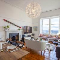 Stunning west end flat with leafy views