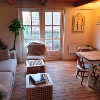 Cute&cozy country cottage on the water in Unesco Site