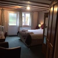 Crown House & Lodges B&B