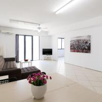 Charming renovated Heart of The City 3rd Floor Flat