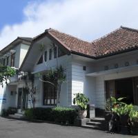OYO 497 De Tropis Family Residence