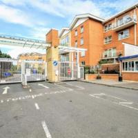 Lush Gated Cardiff Apartment with Pool-Gym-Parking-FastWifi