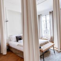 Spacious apartment Champs Elysées