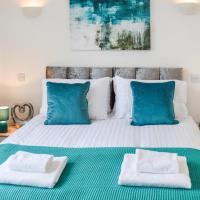 Stunning 2 Bedroom apartment sleeps 6