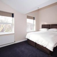 Large King Bed Room near Denmark Hill Station