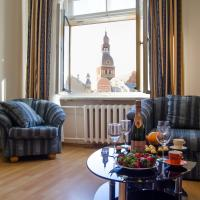 Romance of the Old Town Towers Apartment with Free Parking