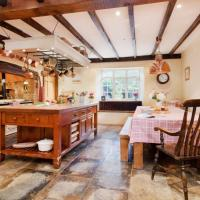 Holiday Home Hutchinghayes Farmhouse