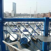 Abernethy Quay, Marina