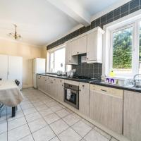 Huge House for 8 Guests - 30 min to City Centre