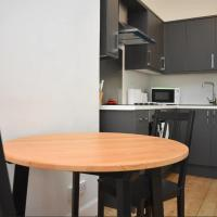 Bright & modern apartment for four in Morningside!