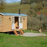 Snug Oak Hut with a view on a Welsh Hill Farm