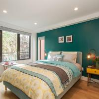 Amazing Bed Room with Balcony in East Village !