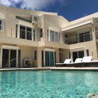Oasis Retreat 7-Bedroom Villa, Pool + Hot Tub