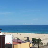 One step to the beach!!! Platja, playa, plage....