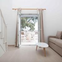 Sunny Apartment in Fira