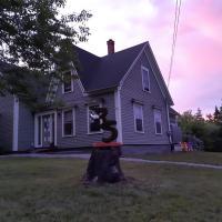 Chestnut Holler Guesthouse