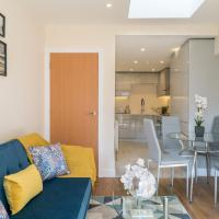GORGEOUS Renovated Ealing Victorian Flat For 5