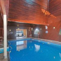 Holly Tree Hotel and Swimming Pool