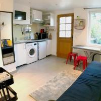 Studio calme proche Paris avec terrasse privative