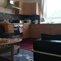 Lovely traditional flat in City Centre near Haymarket train station and Princes St