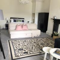 Grosvenor Place Spacious Studio Apartment