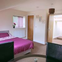Spacious Double Bedroom in a Shared House with Private Ensuite