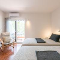 LovelyStay - Golden Cabanas View Apartment