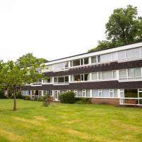 Large ground floor, 2 bedroom flat, free parking, furnished