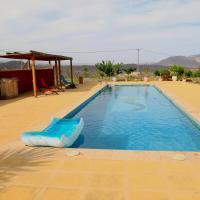 casa cueva con piscina