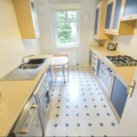 Spacious 2 Bed Apartment with Free Parking