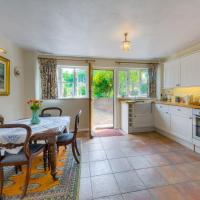 Arundel cottage with private secure parking