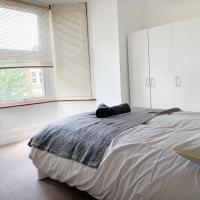 Fully serviced modern apartment Apt 3