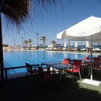 Valencia, ideally located 3bed-2bath apart.Few mints walk from beach,pool,shop.