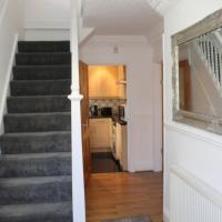 FULL MODERN HOUSE - 2 MILES FROM LEEDS CITY CENTRE