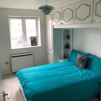 Bright Home near Canary Wharf!
