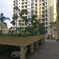 Pvt room- service apt - tcs & Viviana, Thane West