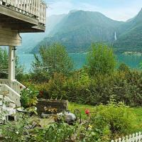 Two-Bedroom Holiday home in Høyheimsvik