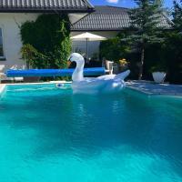 Dom z basenem i dużym ogrodem idealny na imprezy