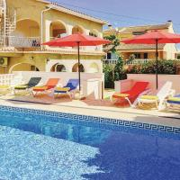 Seven-Bedroom Holiday Home in Oliva