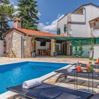 Four-Bedroom Holiday Home in Svetvincenat