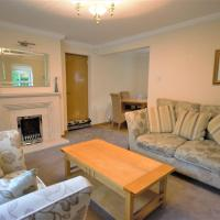 Cosy and Spacious Home with Private Parking