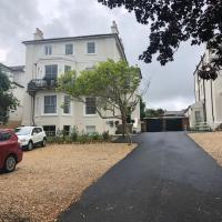 Wight On The Beach, Slps4, Stylish Apartment, Balcony with Sea Views