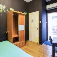 Heritage apartment: Master room +bathroom (3mth+)