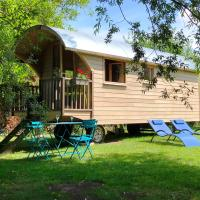 Millygite Chalet-on-wheels by the river