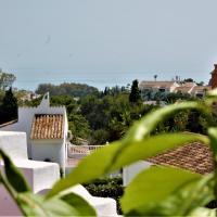 Rooftop Villa - chalet en Cabo Pino con vistas al mar, jardines y piscina
